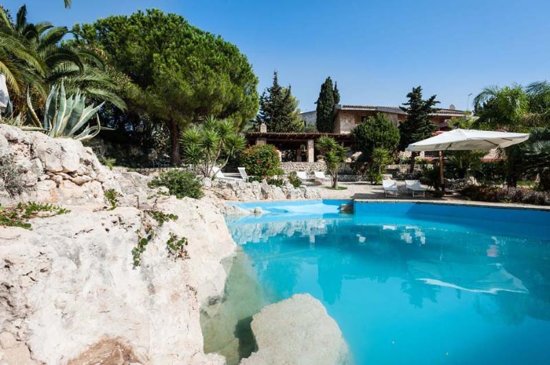 Villa Tellus vacation holiday villa rental italy, sicily, sicilia, syracuse, near seaside beach, short term long term villa to rent t - Image 1 - Fanusa - rentals