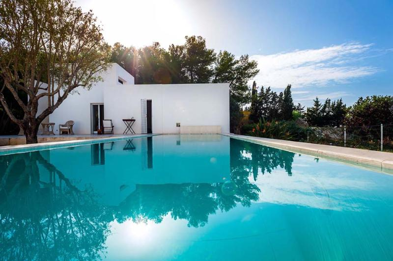 Villa Bianco holiday vacation villa rental italy, sicily, sicilia, near trapani, pool, Wi-Fi, air conditioning, long term short term - Image 1 - Trapani - rentals