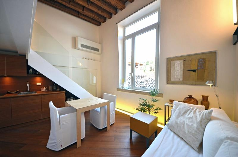 San Trovaso comfortable and airy living room - San Trovaso Loft - Venice - rentals