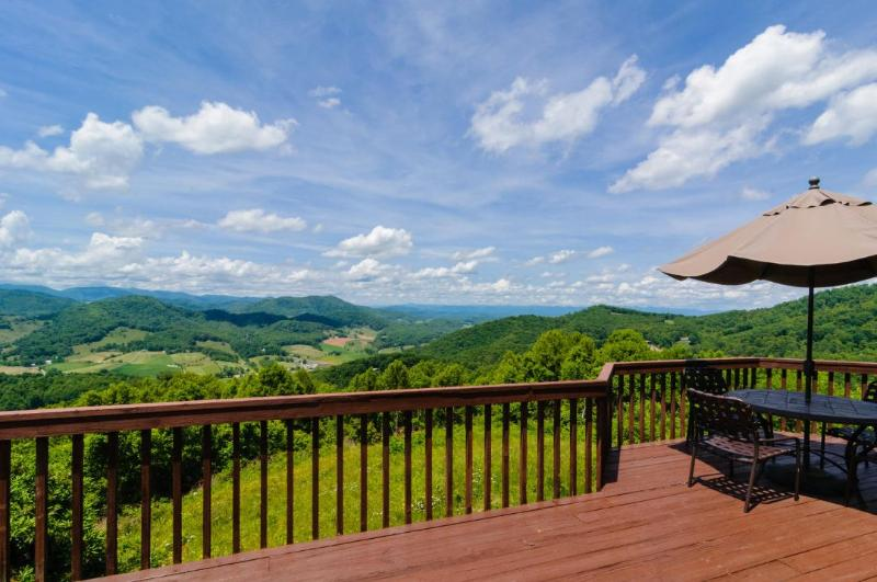 Magnificent View from Deck - Shekinah - Spectacular views of 3 states, on 80 acres, game room - Candler - rentals