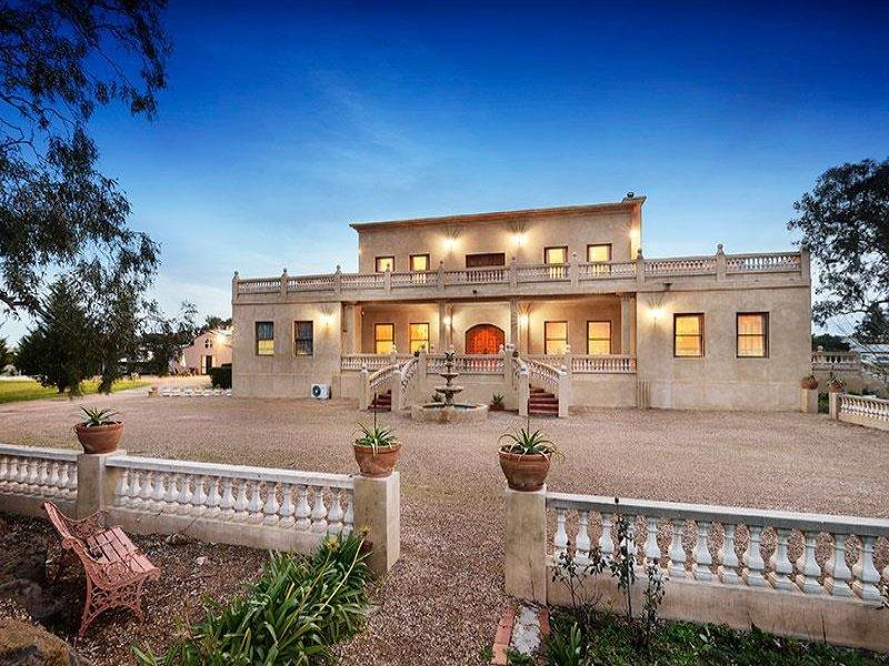 Welcome to Villa Tuscany - VILLA TUSCANY MELBOURNE - SLEEPS 20, 30 min to CBD - Melbourne - rentals