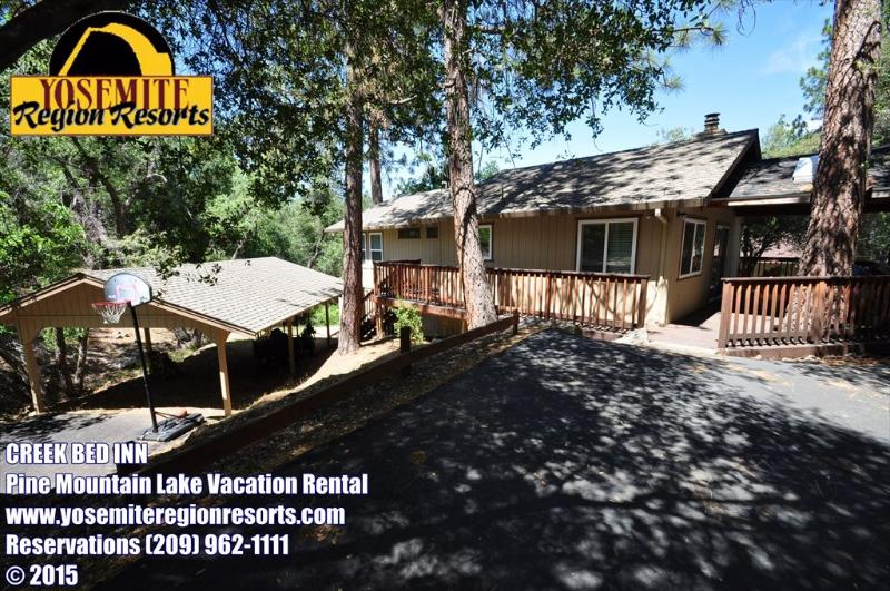 Large driveway with carport, Unit 7 Lot 162, Pine Mountain Lake vacation rental, Near Yosemite - GameRoom HandicapFriendly Sleeps10 25mi> Yosemite - Groveland - rentals