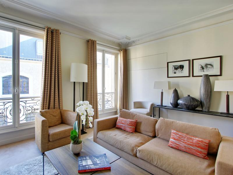Living room - Luxurious Designer 3 Bedroom Apartment - Paris - rentals