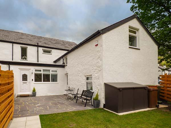 BWTHYN Y NANT, semi-detached, woodburner, parking, enclosed garden, in Llanberis, Ref 919315 - Image 1 - Llanberis - rentals