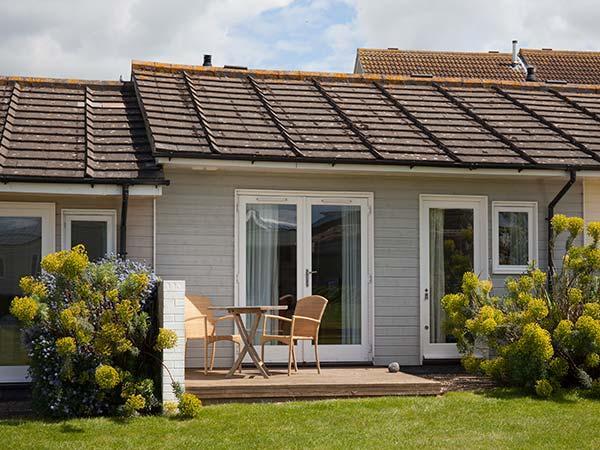 SALTBOX 10, open plan living, WiFi, romantic cottage, near beach, superb facilties, Yarmouth, Ref. 922473 - Image 1 - Yarmouth - rentals