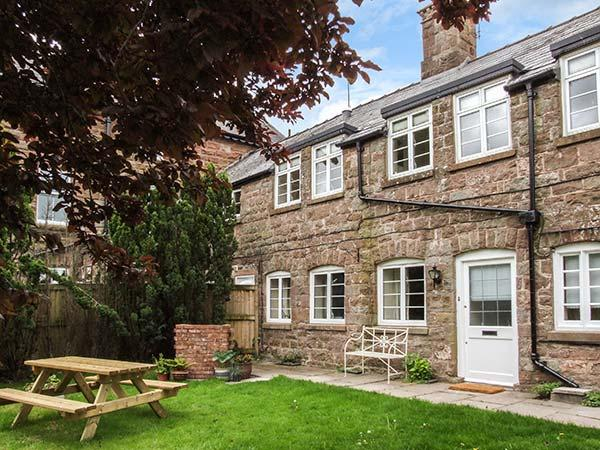 GANAREW COTTAGE, stone-flagged floors and ceiling beams, WiFi, woodburner, en-suite, zip/link beds, near Whitchurch, Ref 922307 - Image 1 - Llangrove - rentals