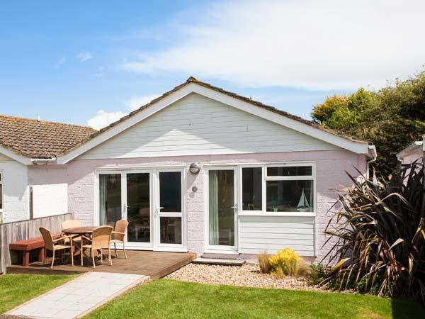 JAMESTOWN 3, ground floor, en-suite, WiFi, private decking, shared grounds and facilities, Yarmouth, Ref. 922477 - Image 1 - Yarmouth - rentals