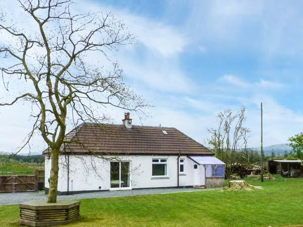 GAMEPARK WOOD, woodburner, Sky TV, WiFi, pet-friendly cottage near Castle Douglas, Ref. 922698 - Image 1 - Castle Douglas - rentals
