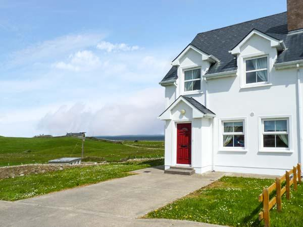 34 CARBERRY COURT, pet-friendly cottage with sea views, ope n fire, garden, Tullaghan Ref 924444 - Image 1 - Bundoran - rentals
