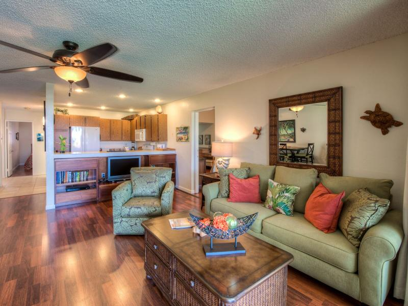 Living Room with Sleeper Sofa - Waikoloa Village Hidaway- Roomy 2 Bed/2 Bath Condo - Waikoloa - rentals