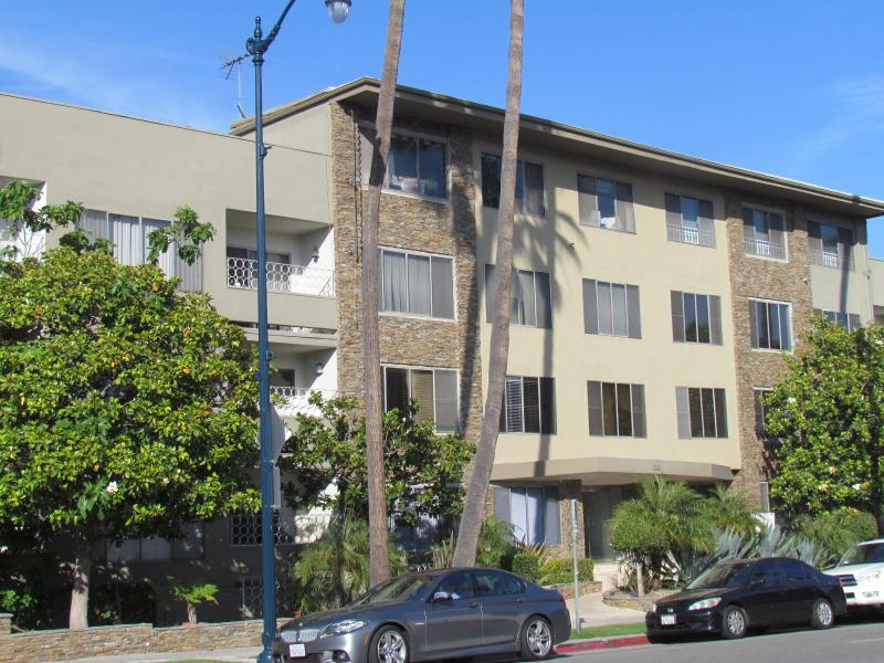 Next to Rodeo Dr., up to 8 people, great location - Image 1 - Beverly Hills - rentals