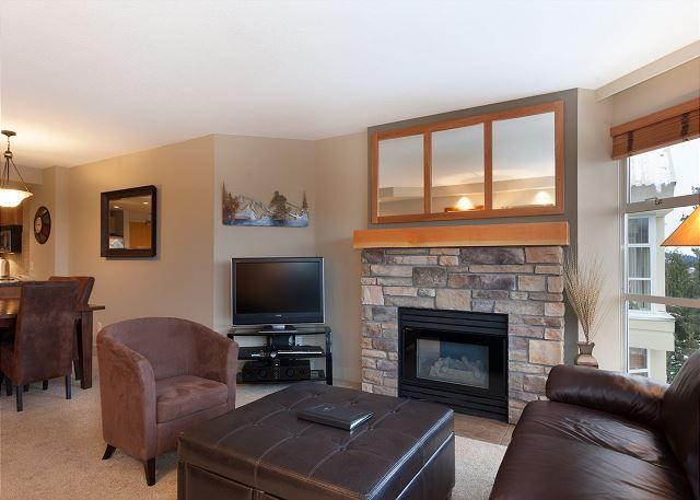 Spacious Living Room with Gas Fireplace and Flat Screen TV - Woodrun Lodge #503 | 2 Bedroom Ski-In/Ski-Out Modern Condo, Scenic Views - Whistler - rentals