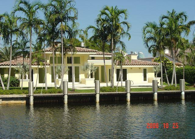 The Original Florida Dream Heated Pool 4/4,14 guests Gated Community - Image 1 - Hallandale - rentals