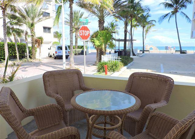 Seabreeze #6 Studio for 4 Across from Hollywood Beach and Boardwalk - Image 1 - Hollywood - rentals