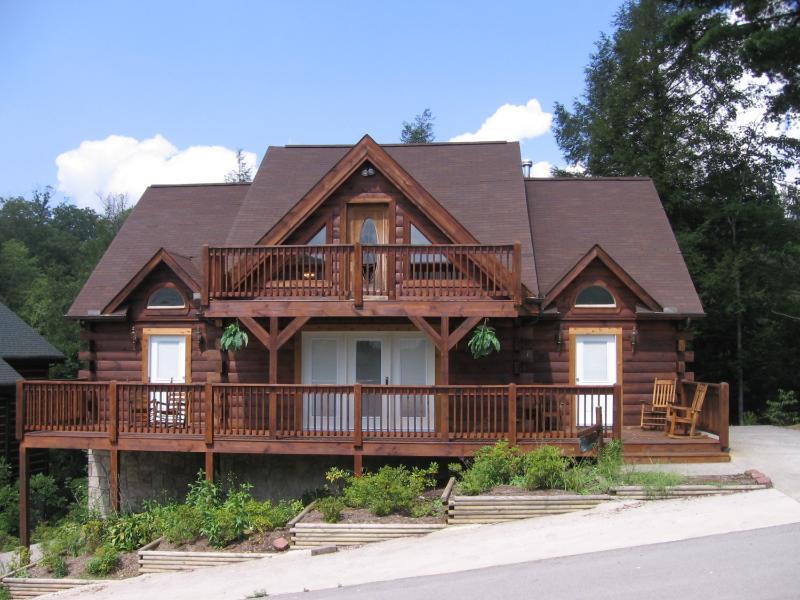 Large 5-Bedroom cabin will sleep 18 persons - Honeysuckle Lodge - Gatlinburg - rentals