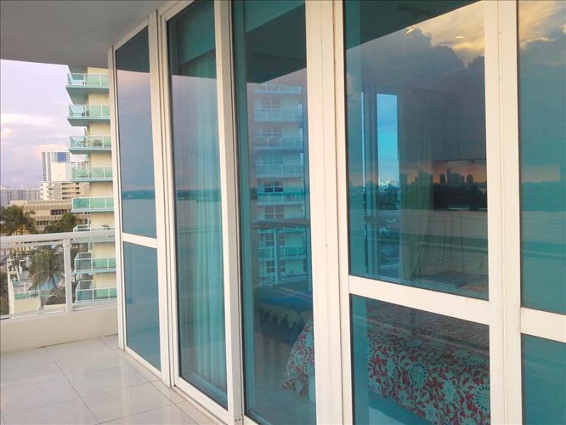 The Cosmopolitan South Beach 2/2 AMAZING Views/ Large Balcony/Pool/Gym/Pkg & Valet Pkg - Image 1 - Miami Beach - rentals