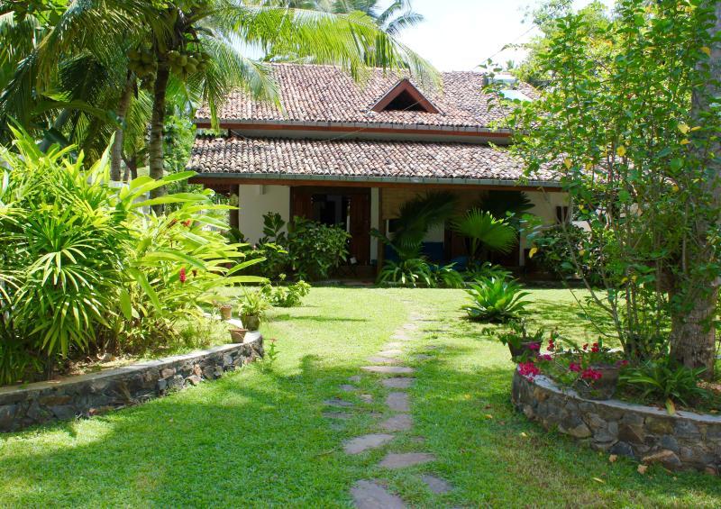 olu villa - Image 1 - Unawatuna - rentals