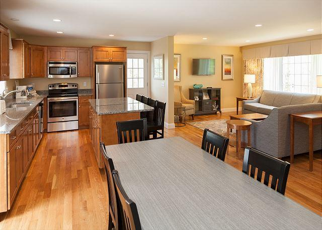 RENT A BEAUTIFUL HOME CLOSE TO THE WATER ON A NIGHTLY BASIS! - Image 1 - West Yarmouth - rentals