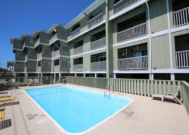 Driftwood Villas 4C - Enjoy this fantastic one bedroom oveanview condo! - Image 1 - Carolina Beach - rentals
