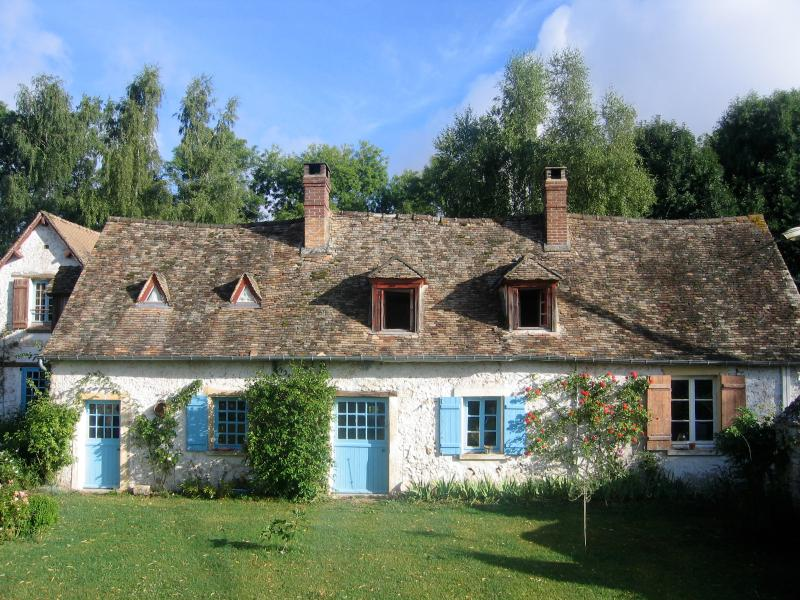 Owner's private main house in the same property... - Domaine de la Folicoeur - Sainte-Colombe-pres-Vernon - rentals