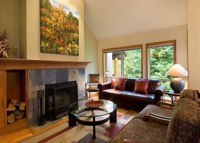 Cozy Living Room with Presto Log Fireplace - Painted Cliff 51 | Whistler Platinum | Ski-in/Ski-out, BBQ, Shared Hot Tub - Whistler - rentals