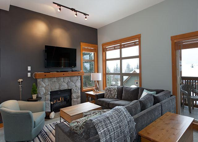 Comfortable Living Area with Gas Fireplace and Flat Screen TV - Mountain Star #5 | Whistler Platinum |  Private Hot Tub & Ski Access, Views - Whistler - rentals