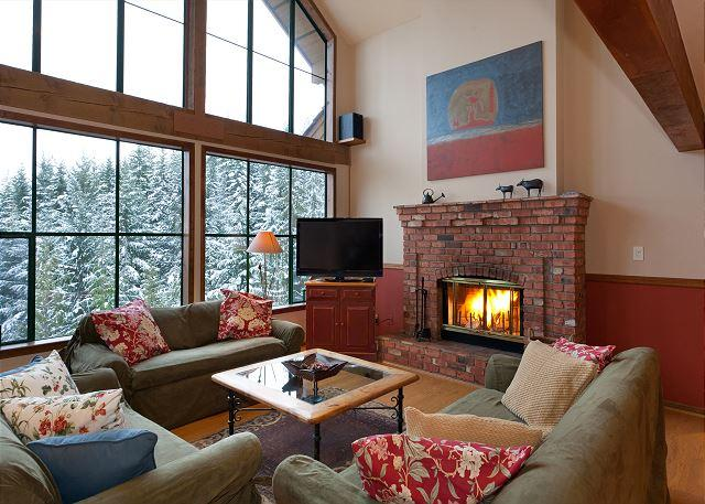 Cozy Living Room with Floor to Ceiling Windows - Northern Lights 16 | 4 Bedroom Townhome, Renovated Kitchen and Bathrooms - Whistler - rentals
