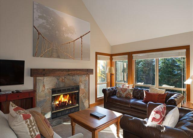 Spacious Main Floor Living Room with Fireplace and Flat Screen T - Painted Cliff 25 | 4 Bedroom Reno'd Ski-in/Ski-Out Townhome, Shared Hot Tub - Whistler - rentals