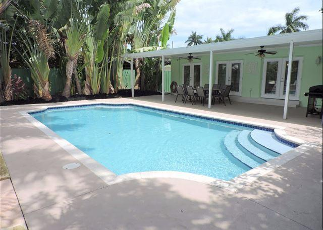 SPACIOUS & ALL NEW 5/3 FOR 12 GUESTS TROPICAL HEATED POOL, NEAR BEACH & GOLF - Image 1 - Hollywood - rentals