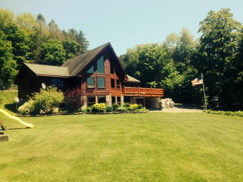 Post & Beam Cedar Log Home Getaway - Image 1 - Syracuse - rentals