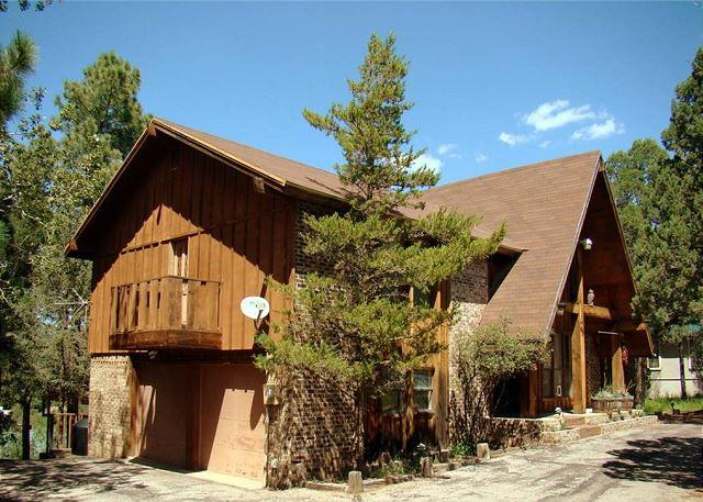 Cowboys, Indians and Outlaws is a fun 3 bedroom 2 bath vacation getaway. - Image 1 - Ruidoso - rentals