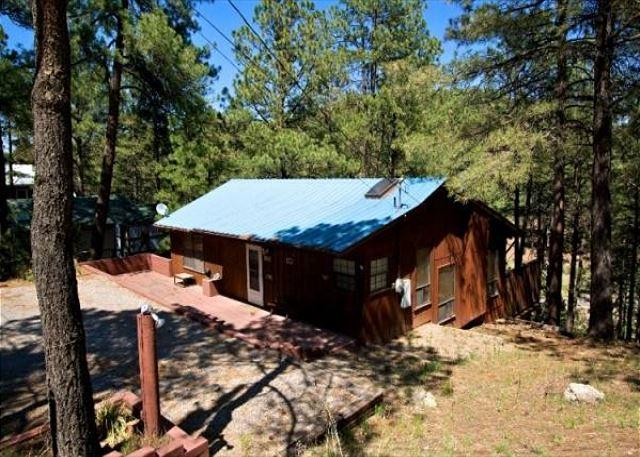 La Luz Lodge is centrally located with a wood fireplace and great decks. - Image 1 - Ruidoso - rentals