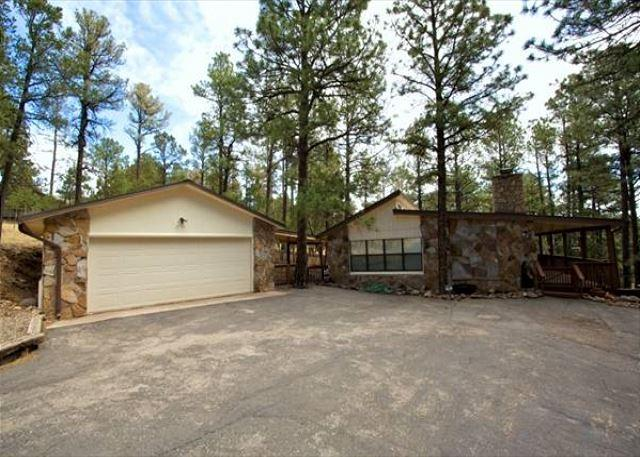Coggins Court is a single level home with three bedrooms and a garage. - Image 1 - Alto - rentals