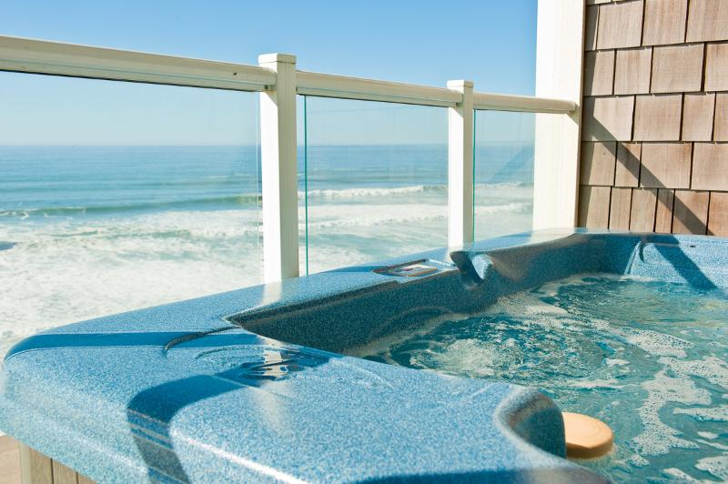 Relax in Your Private Hot Tub Watching the Tide Come - *Promo!* - Top Floor Oceanfront Condo - Private Hot Tub, Indoor Pool, WiFi, HDTV - Lincoln City - rentals
