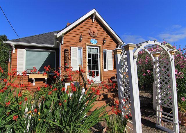 Gleneden Beach Cottage w/ Hot Tub , Close to Beach, Spa, Golf and More! - Image 1 - Gleneden Beach - rentals
