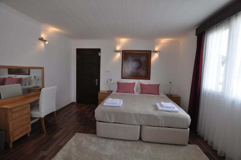 Lovely spacious bedroom that can be made up with 3 single beds or one double and one single - Sunset House - Selcuk - rentals