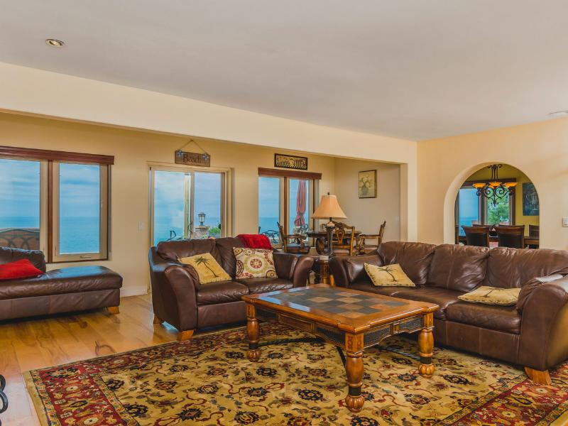 Living room facing to the dining room - Oceanfront Luxury! 132 Beach, pool, jacuzzi - Encinitas - rentals