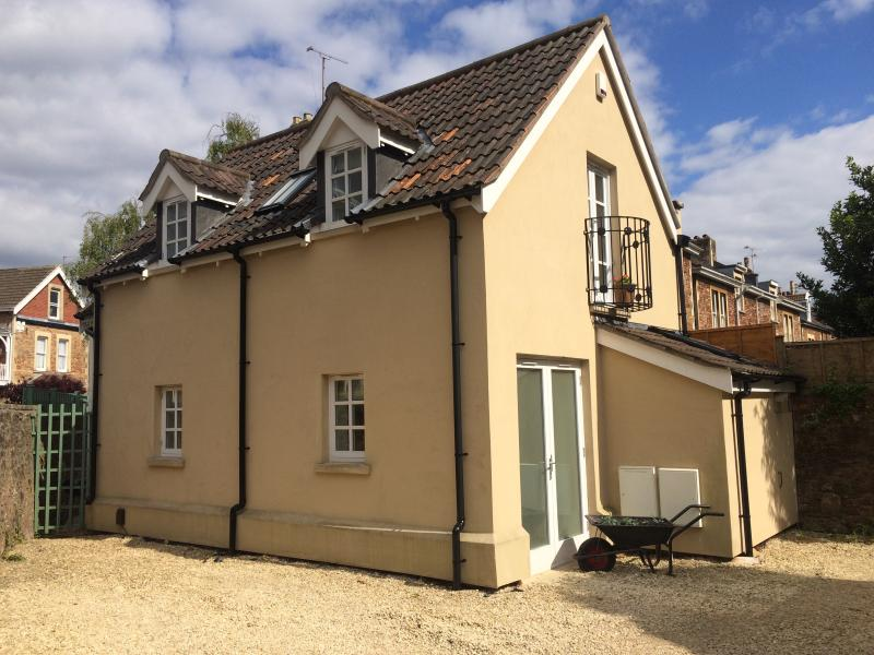 Holiday cottage in Clifton, Bristol, with parking. - Image 1 - Bristol - rentals