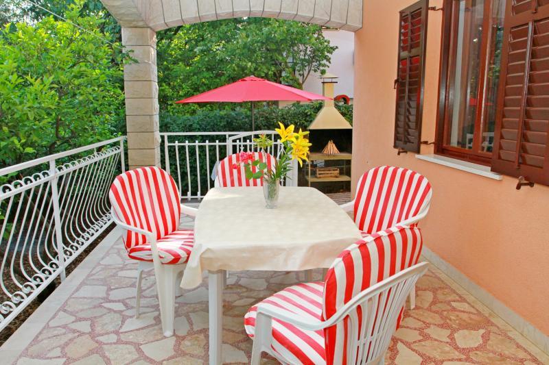 Apartment Dragan - 43701-A1 - Image 1 - Okrug Gornji - rentals