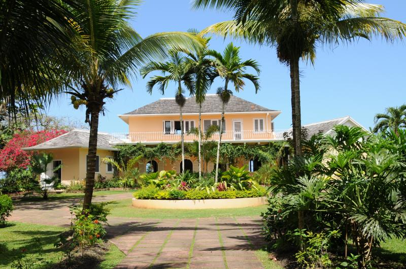 Villa South View - 3 BR /beach access/golf/staffed - Ocho Rios - rentals