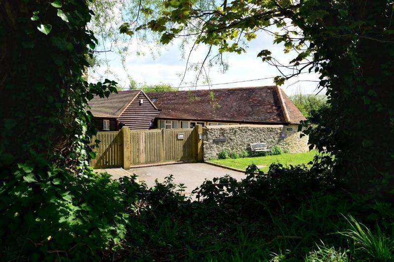 The Byre, 4 star self catering - 2 bedroom cottage in Oxford. Private parking +WiFi - Oxford - rentals