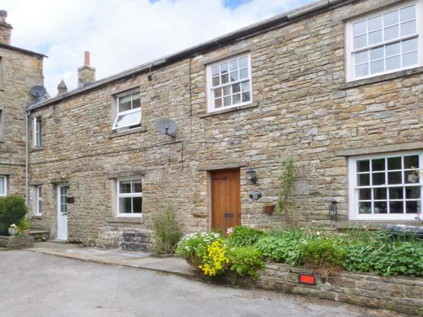 BRIDGE HOUSE, character cottage with woodburner, en-suite, amenities and walks on doorstep, Hawes Ref 922466 - Image 1 - Hawes - rentals