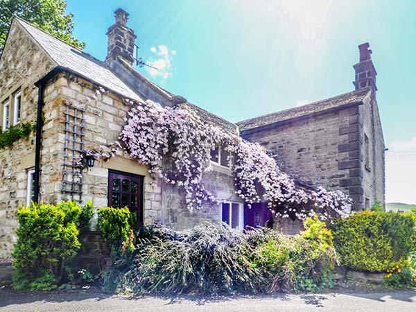 LEA COTTAGE, pet-friendly village cottage with WiFi, garden, open fire, Bamford Ref 922518 - Image 1 - Bamford - rentals