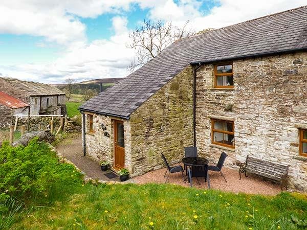 THE HAYLOFT, open fire, flexible sleeping, pet-friendly cottage near Alston, Ref. 923575 - Image 1 - Alston - rentals