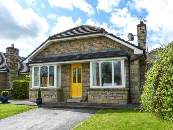 24 VILLAGE VIEWS, detached, ground floor, woodburning stove, en-suite, parking, garden, in Clashmore, Ref 923621 - Image 1 - Clashmore - rentals
