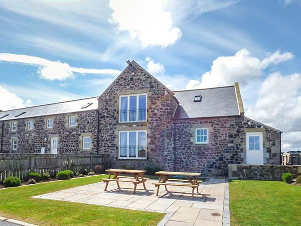 GRANARY STONE HOUSE, luxury barn conversion, en-suite, snooker table, in Embleton, Ref 924725 - Image 1 - Embleton - rentals