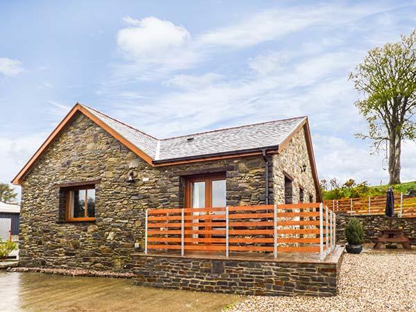 Y BWTHYN family-friendly cottage, on working farm in Pontrhydfendigaid Ref 924676 - Image 1 - Pontrhydfendigaid - rentals