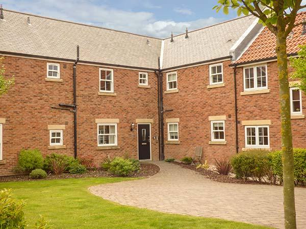 PEBBLES, on-site facilities, modern apartment on The Bay in Filey Ref 925349 - Image 1 - Filey - rentals
