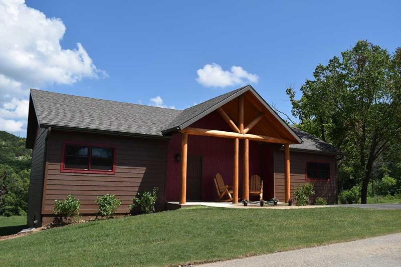 Serendipity Unit 19 Front - Elegant Cabin on Lake Taneycomo, Tablerock Nearby! - Branson - rentals