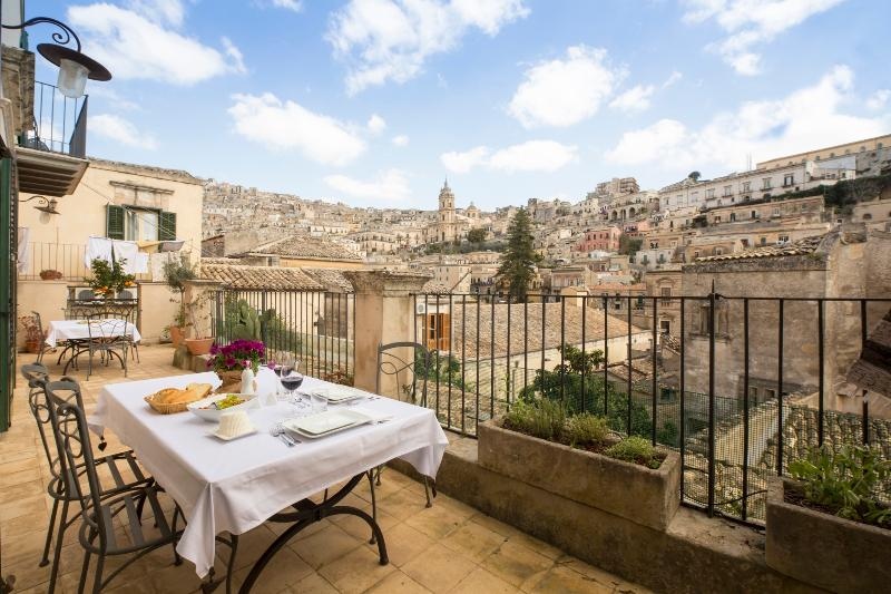 The terrazza - sunny in the morning cool in the afternoon, enchanting at night - Sipario Su Modica - Modica - rentals